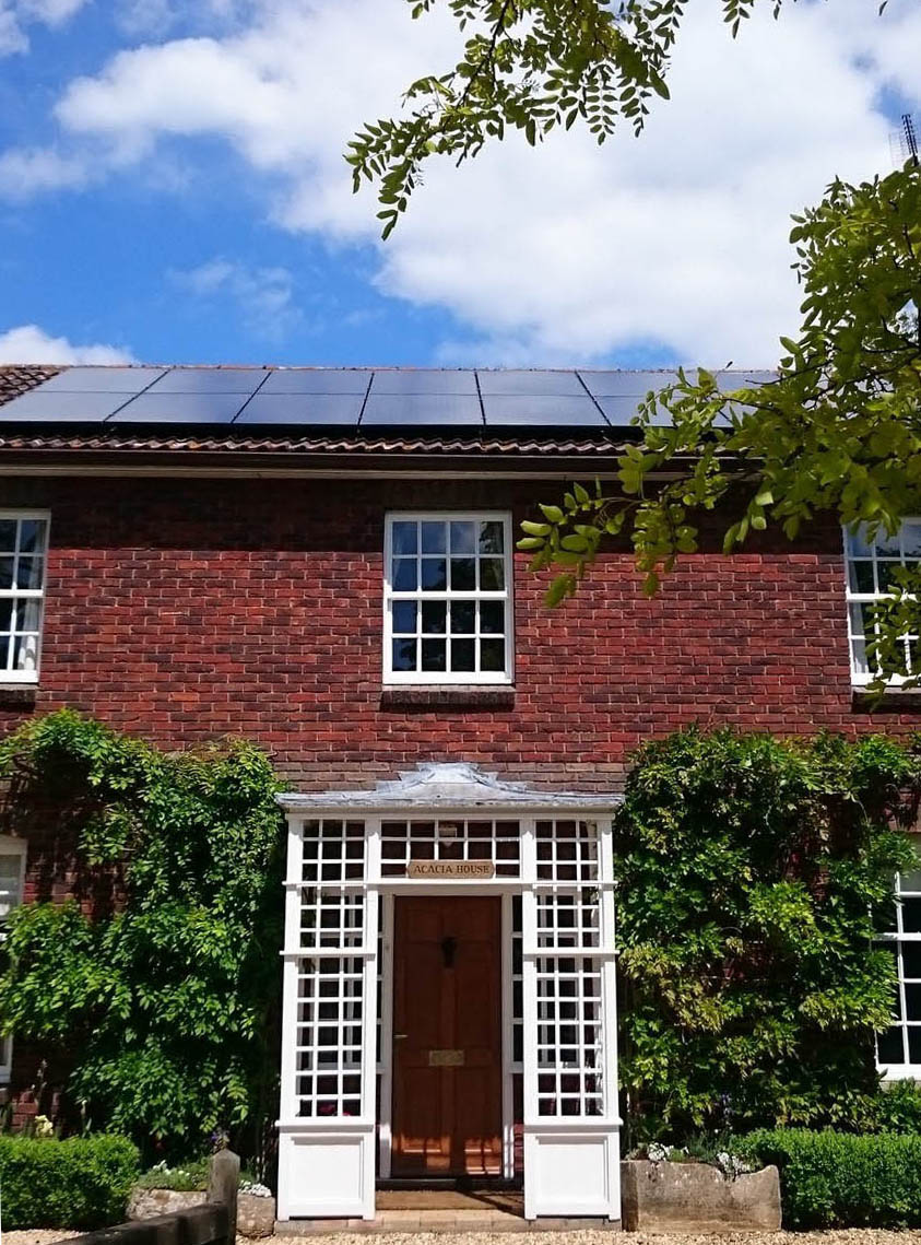 solar-panels-above-residence-around-cambridge